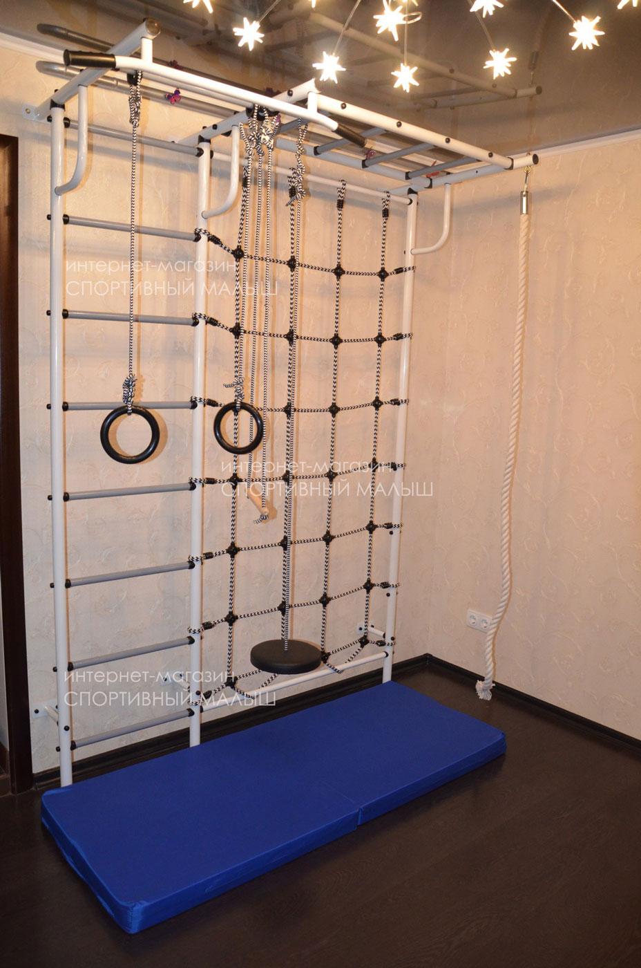 Детский спортивный комплекс с креплением к стене. Сетка, рукоход, турник в комплекте. Модель в белом цвете - ДСК Пионер-С4С