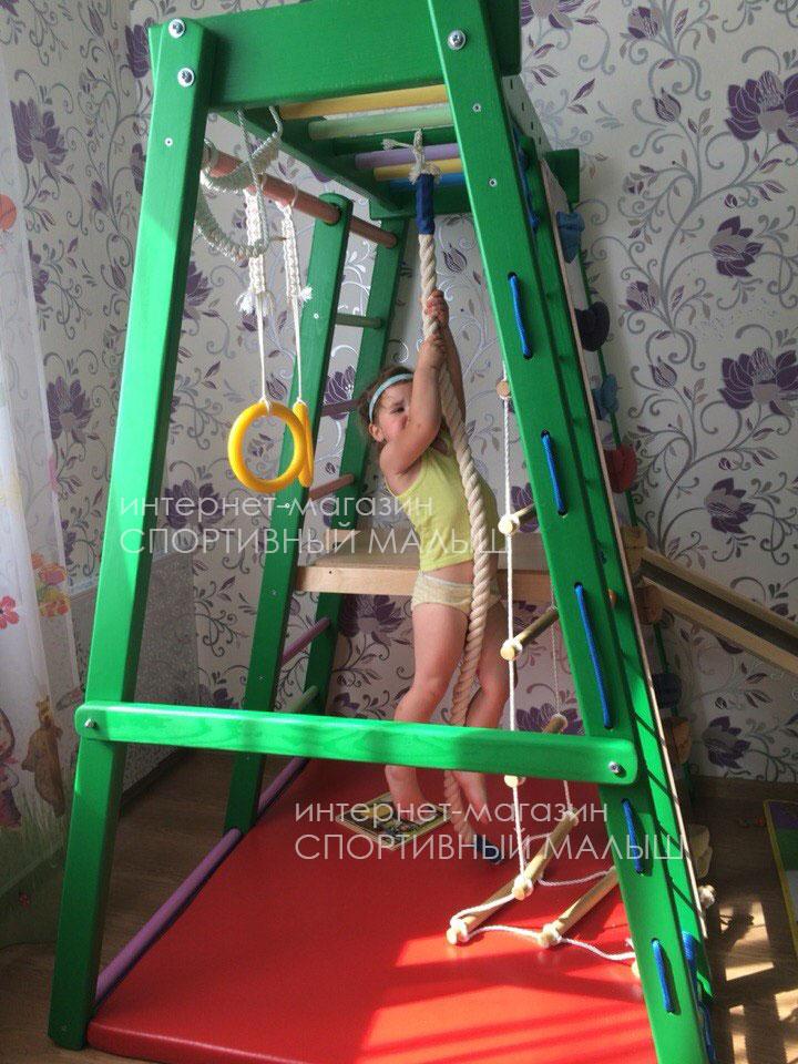 Деревянный напольный спорткомплекс ДСК Альпинист в насыщенном зеленом варианте цвета. Фото-отзыв
